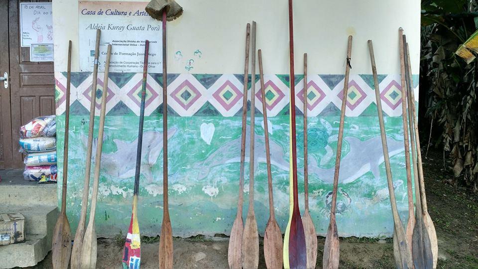 Escola e, temporariamente, estacionamento de remos. Imagem: Rafael Buratto.
