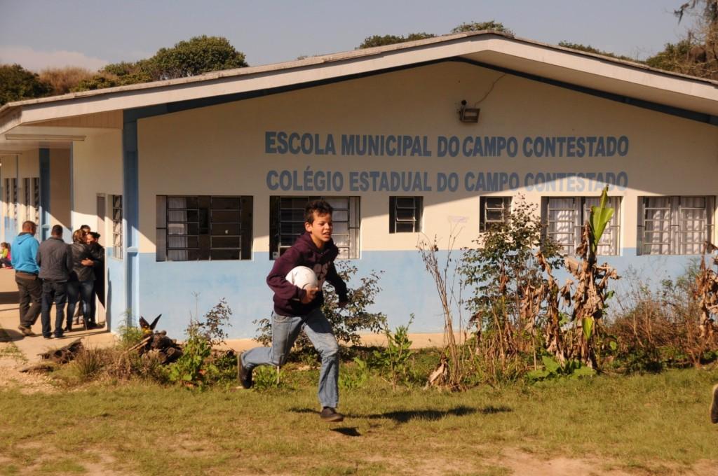 Jardim agroecológico em frente à escola: uma outra proposta de educação.