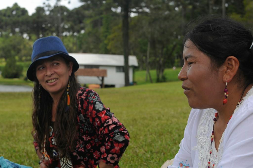 Abuelas Martina Mamani (Peru) e Mariluna (Chile): curando y sanando.