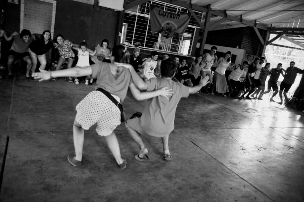 Galera da FANA puxando dinâmica no primeiro dia em Misiones.